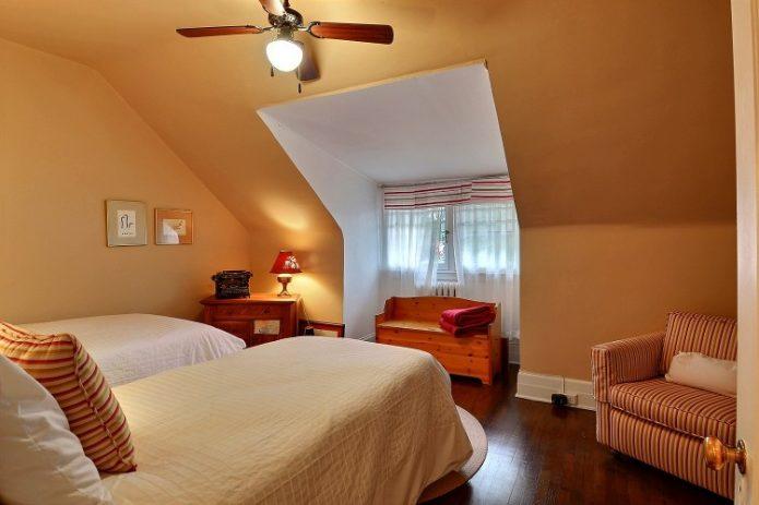 Ah oui, voici la chambre de Madie avant que nous achetions la maison.