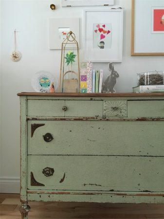 6 astuces pour enlever les odeurs des vieux meubles