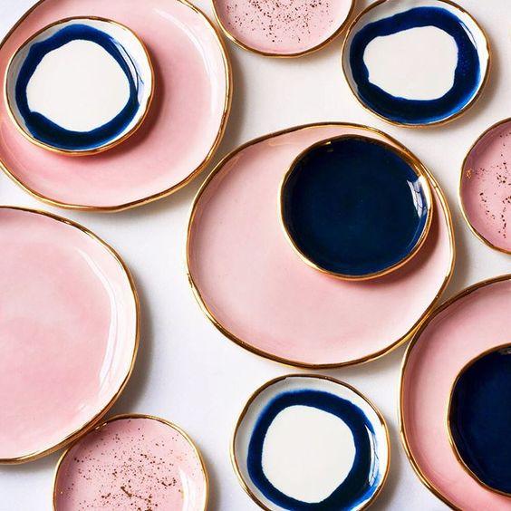 assiettes blush et indigo