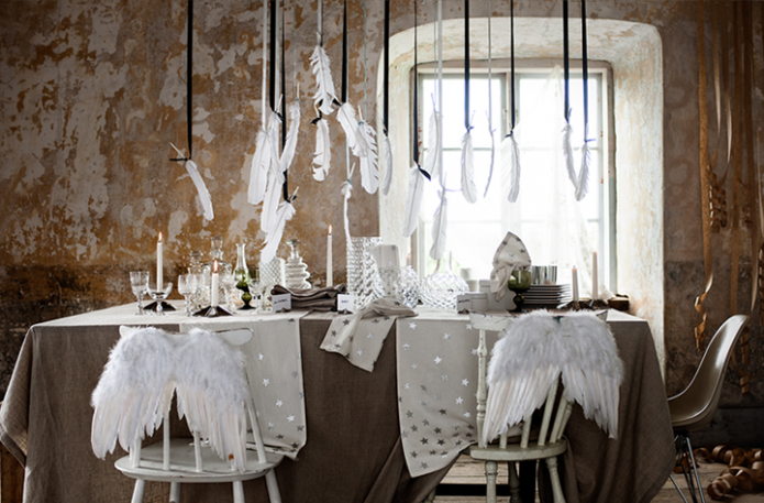 feather chistmas table setting