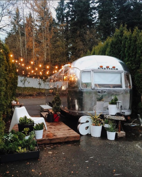 tin-can-homestead-airstream-christmas
