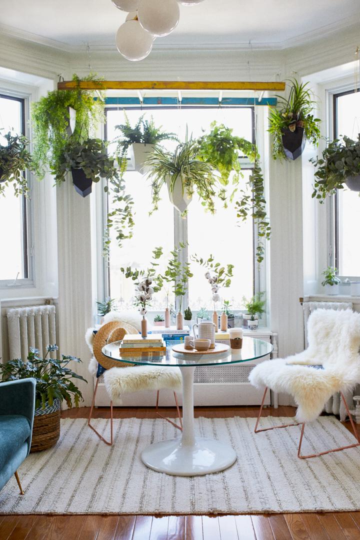 Un d cor hygge avec des plantes suspendues design for Interieur bloggers