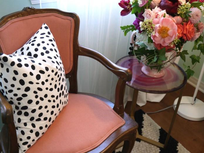 chaise_rose_et_fleurs