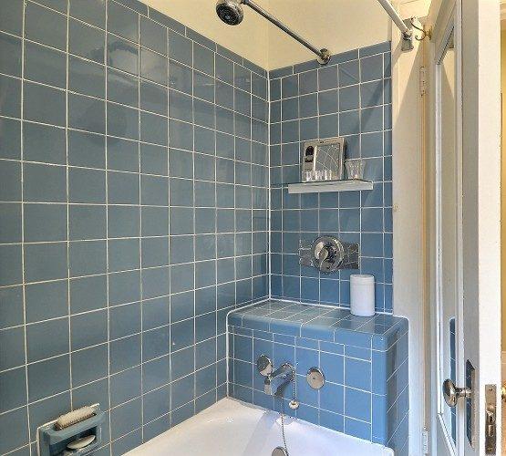 ma salle de bain sort des ann es 50 l inspiration. Black Bedroom Furniture Sets. Home Design Ideas