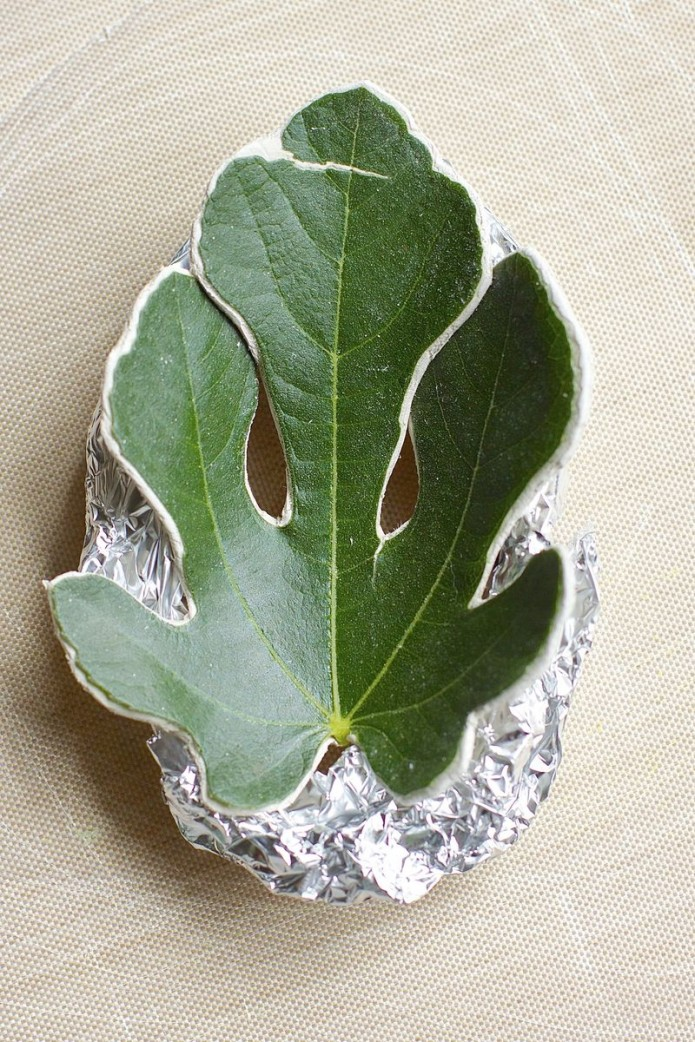 how to make a clay bowl with leaves