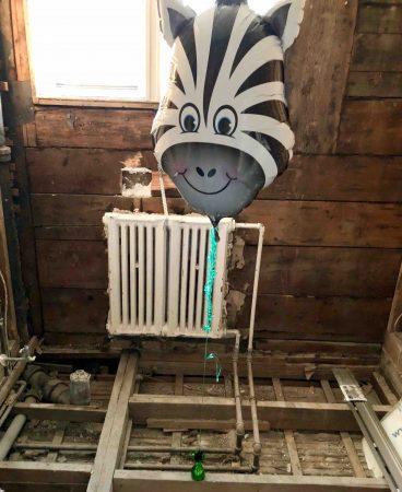 Ma salle de bain sort des années '50: les travaux et un drain linéaire du tonnerre