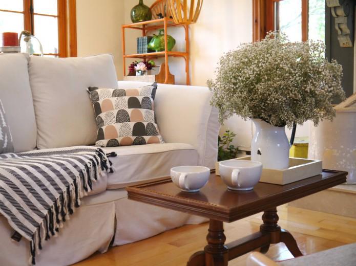 une salle familiale d contract e et un brin rustique. Black Bedroom Furniture Sets. Home Design Ideas